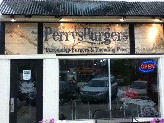Perrysburg greater toledo eric devries for Fat fish blue toledo